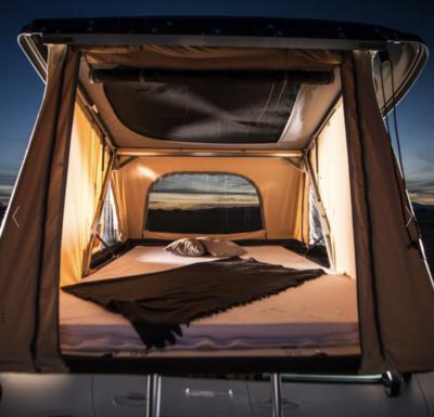 voiture avec zoom tente de toit