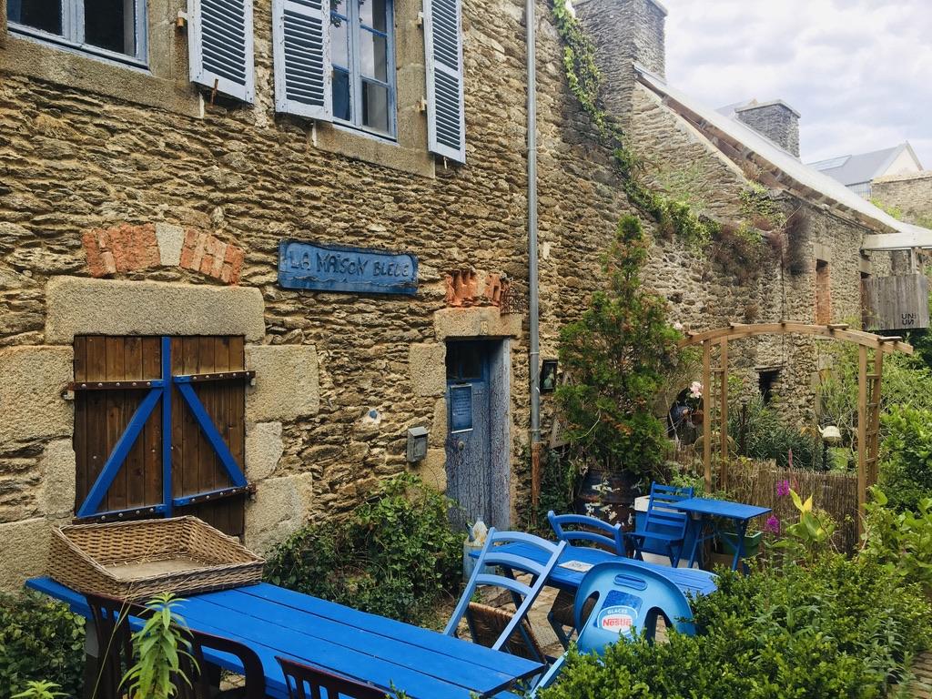 ancienne rue murs en pierre