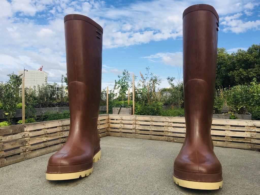 bottes géantes dans potager