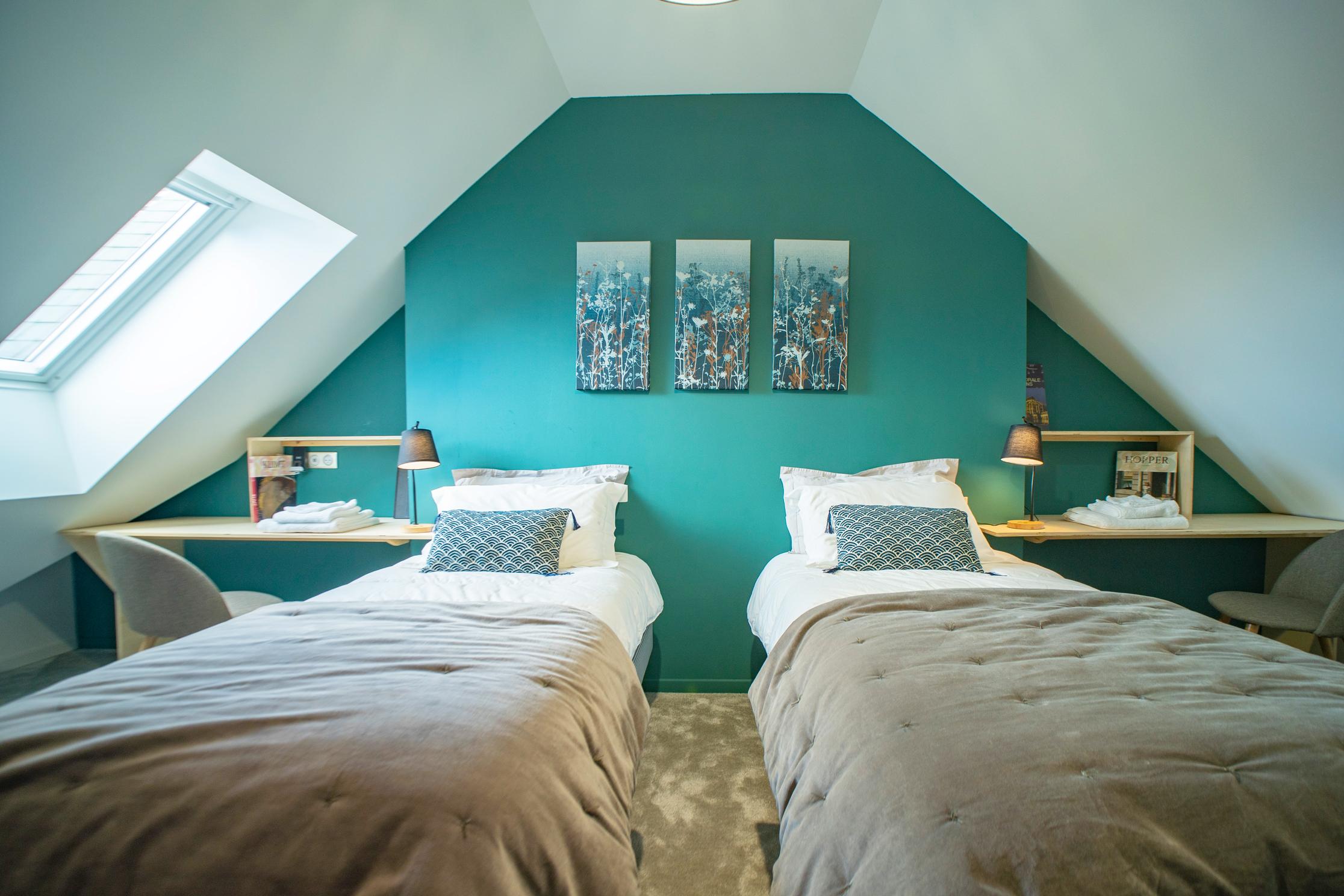 chambre verte et dessus de lit velours
