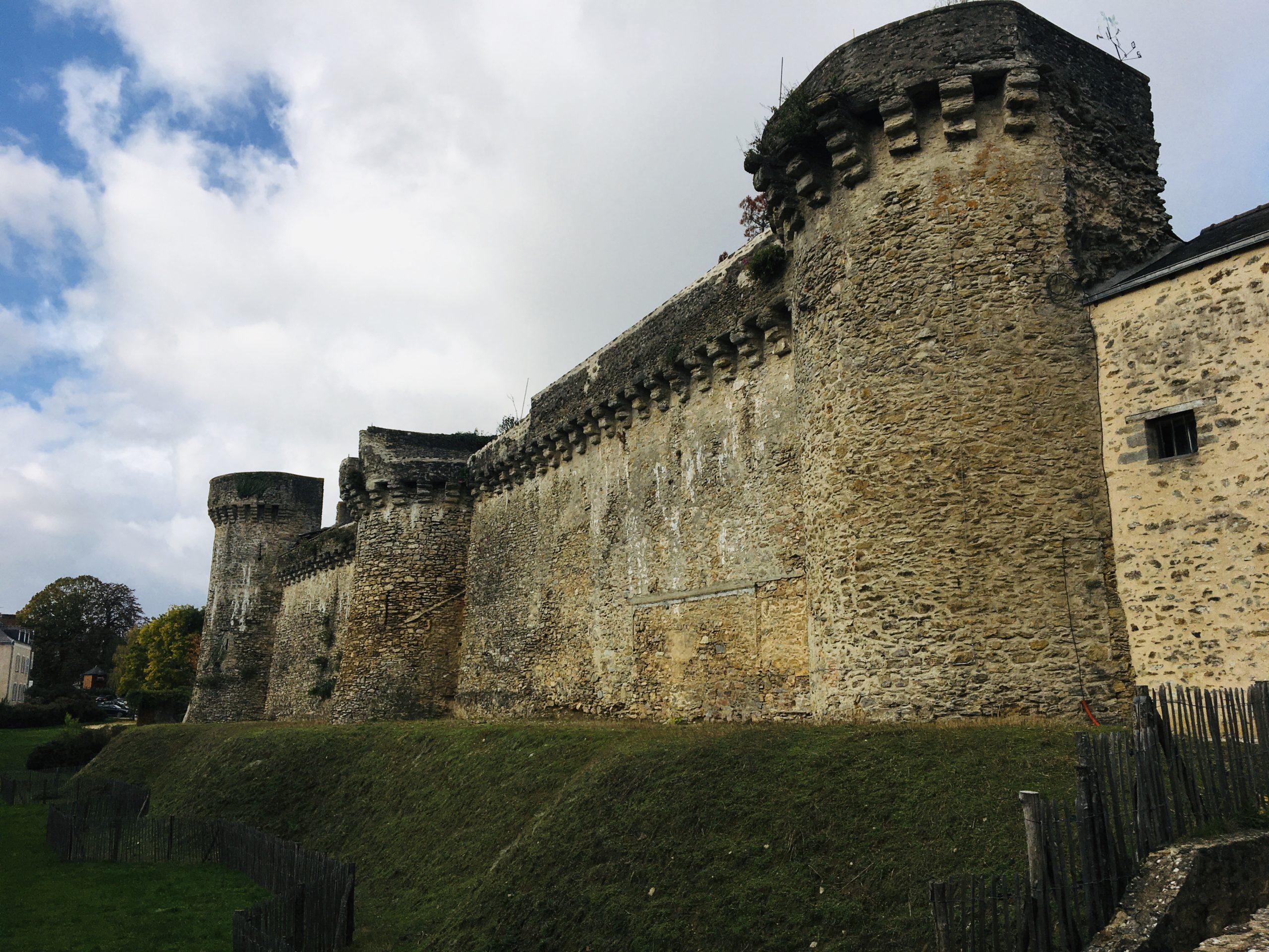 rempart chateau laval