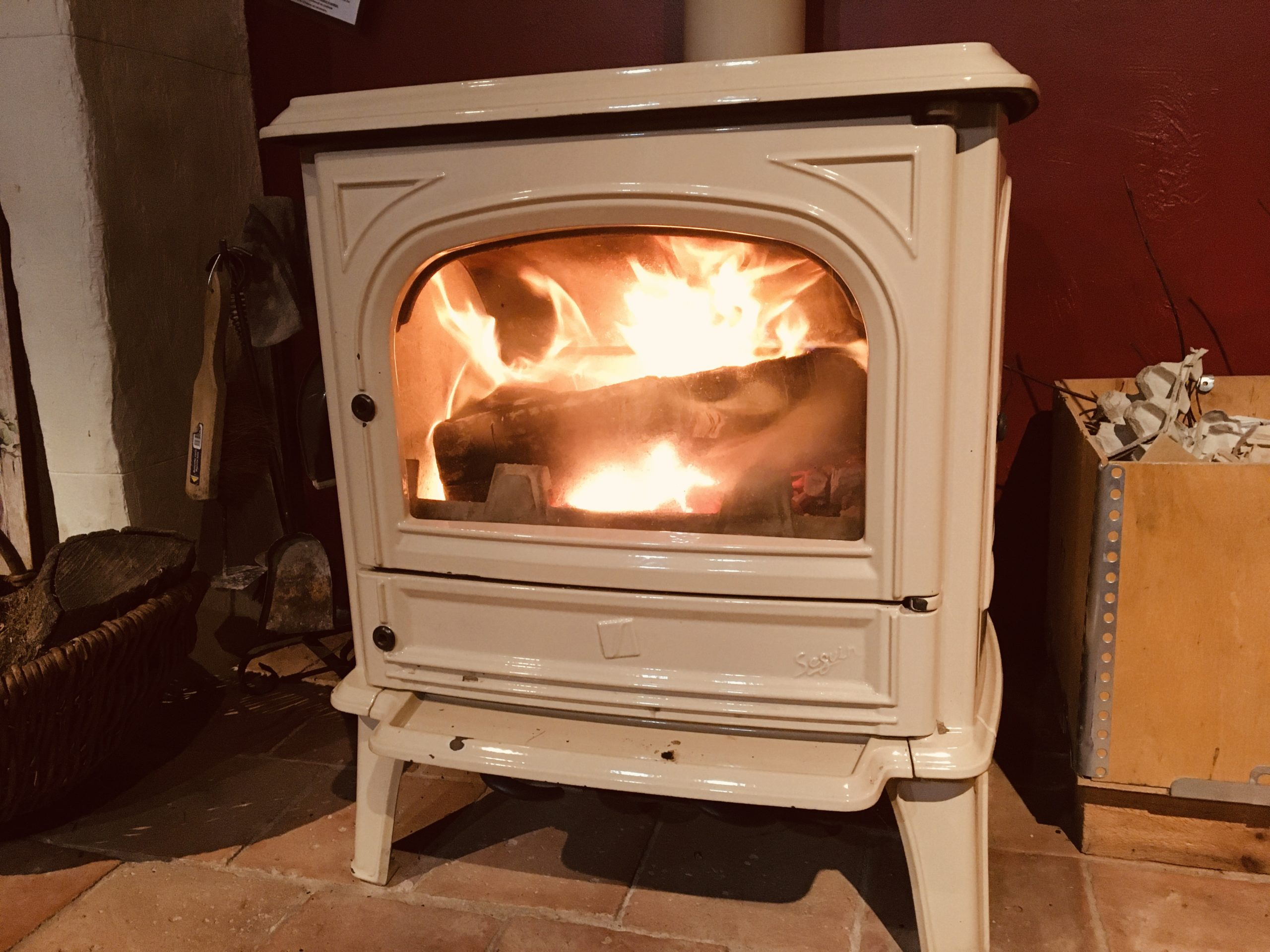 poêle style ancien avec flammes