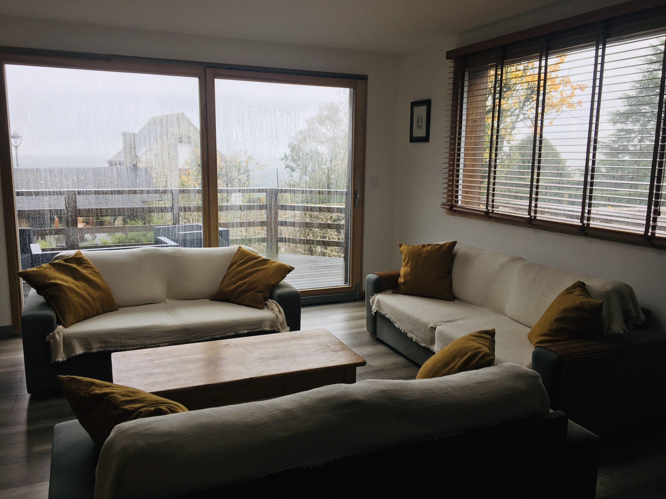 salon 3 canapés avec vue