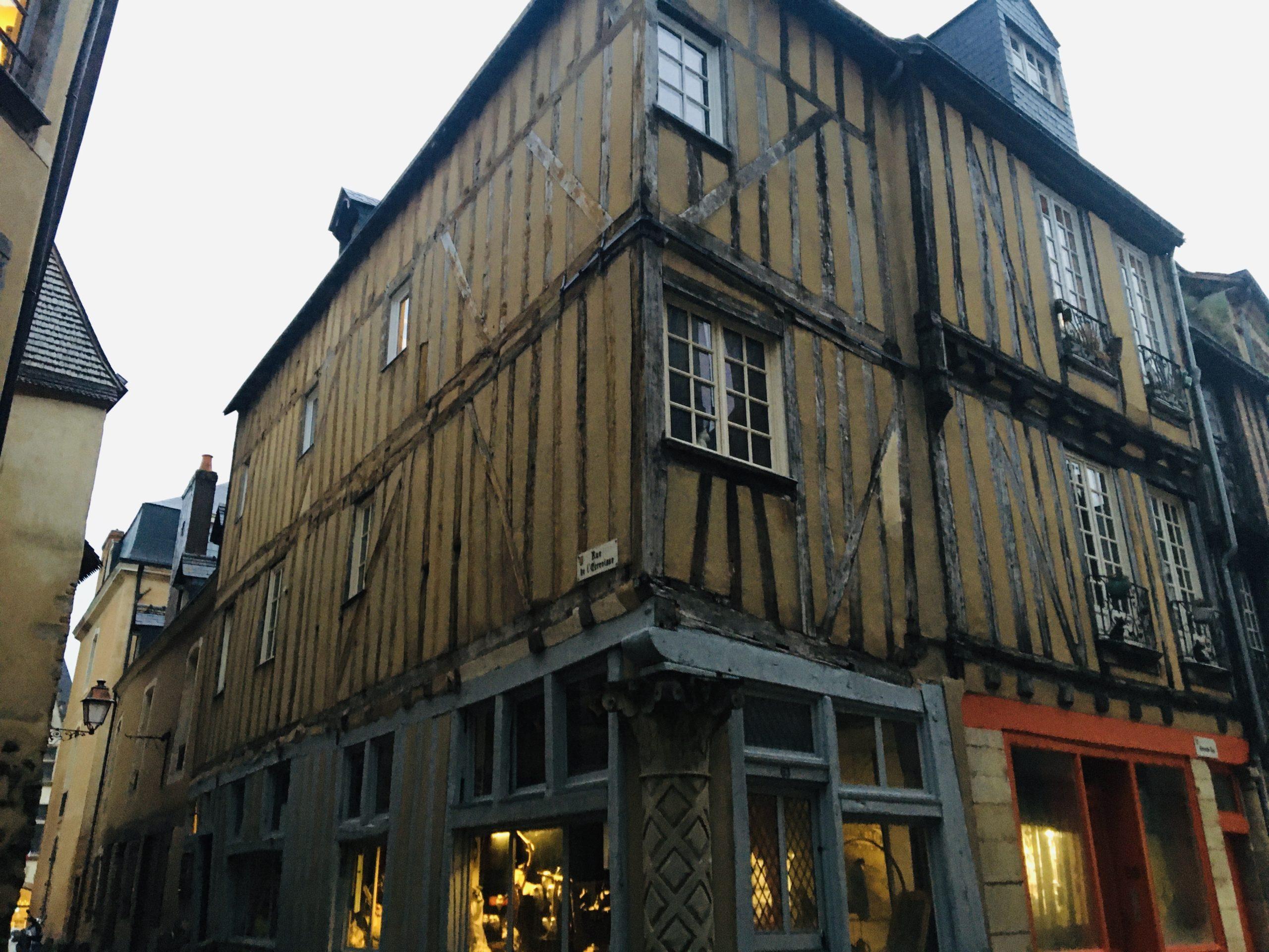 maison pans de bois vieux mans