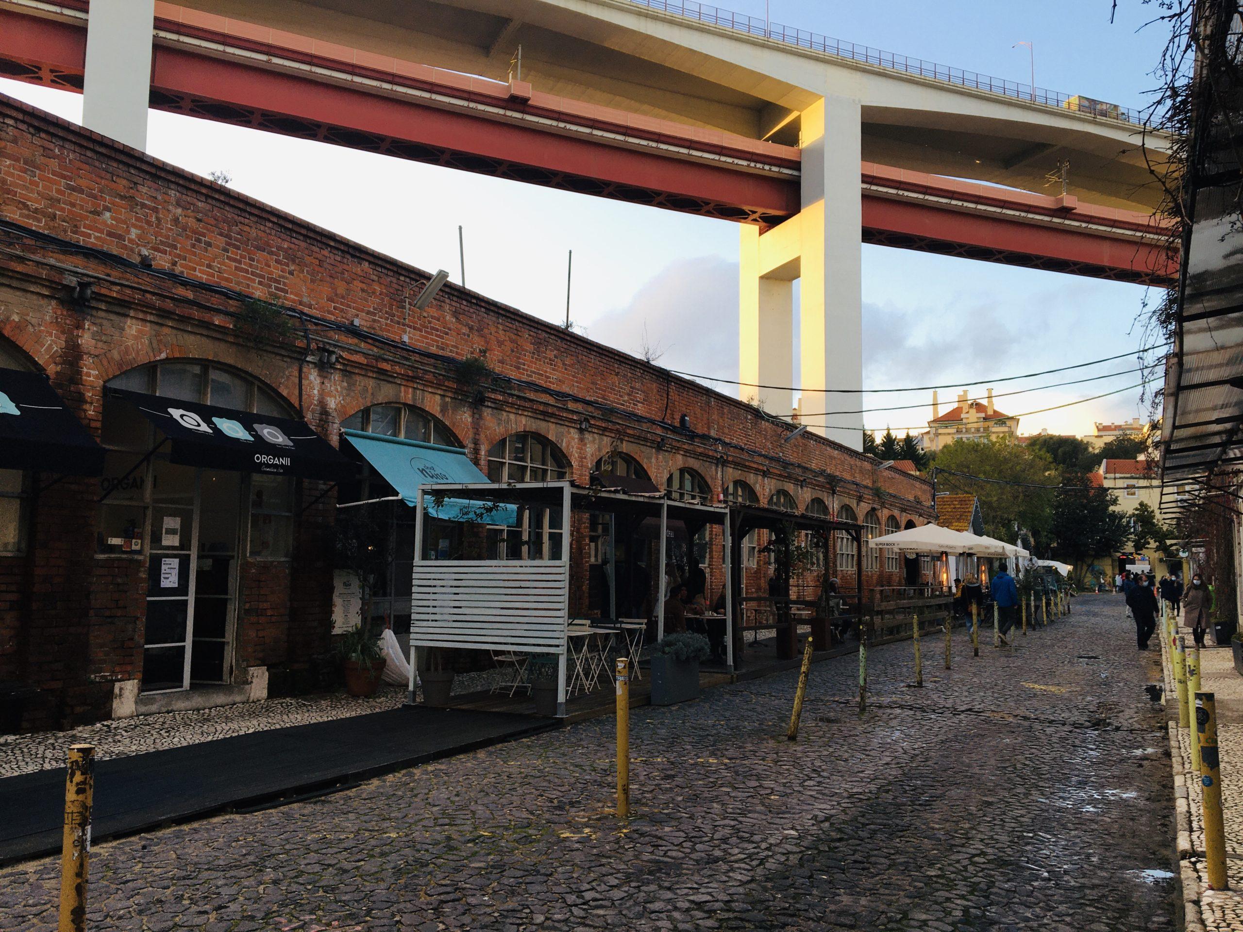 bar et pont lx factory