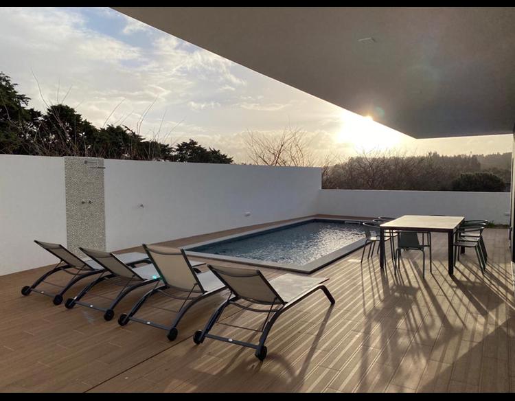 piscine et coucher de soleil